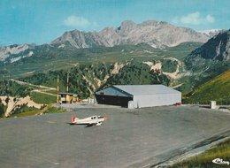 COURCHEVEL (73). L'Altiport, Petit Avion. Au Fond, Le Massif De Le Portetta. (Transports: Aviation: Aérodromes) - Courchevel
