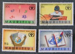 ILE MAURICE - MAURITIUS - 1989 - YT 744 à 747 - ANNEE INTERNATIONALE DE L ALPHABETISATION - Mauritius (1968-...)