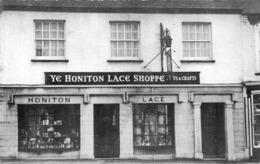 R066547 Ye Honiton Lace Shoppe - Ansichtskarten