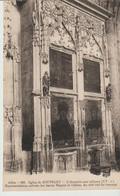 C.P.A. - EGLISE DE SOUVIGNY - L'ARMOIRE AUX RELIQUES - REPRÉSENTATION MITRÉES DES SAINT MAYEUL ET ODILON - AU COTE SUD T - France