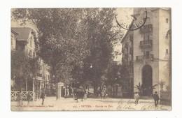 88 VITTEL - L'entrée Du Parc - Animé - Cpa Vosges - Vittel Contrexeville