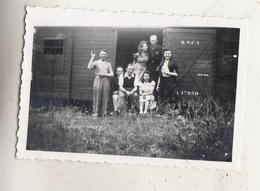 Groupe De Personnes Devant Wagon De Train SNCV - Treinen