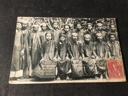 285/ Notables D Un Village D Annamite - Vietnam