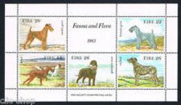91813) IRLANDA EIRE 1 FOGLIETTO CANI 1983-IN BF-MNH** - Blocchi & Foglietti