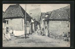 CPA Le Trieves-Cielles, Une Rue Et Le Mont Aiguille - France