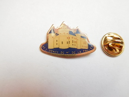Beau Pin's , Résidence De Mr De La Palice , Château , La Palisse , Allier - Villes