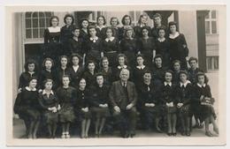 REAL PHOTO Ancienne, SCHOOL GIRLS  In Uniform And Teachers FILLETTES Et Professeurs Photo ORIGINAL - Persone Anonimi