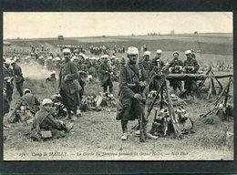 CPA - Camp De MAILLY - La Garde Du Drapeau Pendant La Grand'Halte, Très Animé - Manoeuvres