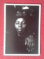 POSTAL POST CARD CARTE POSTALE FOTÓGRAFO PHOTOGRAPHER PHOTOGRAPE CONSTANTINE MANOS DEATH OF A G.I. 1966 BLACK WOMAN VER - Postales