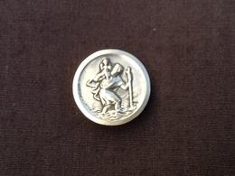 Médaille Ancienne Aimantée Représentant   Saint-Christophe (Saint-Patron Des Voyageurs). - Autres