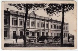 VICENZA STAZIONE FERROVIARIA ANIMATA CON AUTO - CARTOLINA SPEDITA NEL 1923 - Vicenza