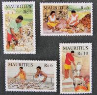ILE MAURICE - MAURITIUS - 2001 - YT 983 à 986 ** - L HUILE DE COPRA - Mauritius (1968-...)