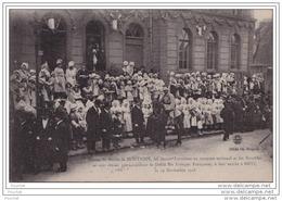 57) MONTIGNY METZ DEVANT LA MAIRIE LES JEUNES LORRAINES EN COSTUME - Metz