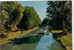 CPSM, (47), Péniche Sur Le Canal Latéral à La Garonne, écrite, Sans Timbre, état Médiocre - France