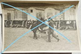 Photo BOULOGNE SUR MER Place Animée Cabines De Plage Avec Publicités Le Petit Journal L'Eclair Circa 1910 - Lieux