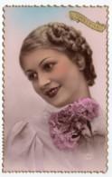 Jeune Femme, Portrait      (CPSM, Bords Dentelés, Format 9 X 14) - Femmes