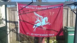 Airborne Vlag Met Tekst: 1st British Airborne Division 17-25 September 1944 100 X 150cm , New / Nouve.  ( Originaal) - Flags