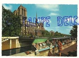 France. Paris. Notre Dame Et  Les Bouquinistes Du Quai De La Tournelle Krüger - Straßenhandel Und Kleingewerbe