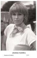 JOANNA LUMLEY - Film Star Pin Up PHOTO POSTCARD- Publisher Swiftsure 2000 (347/27) - Postales