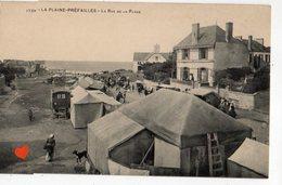 34309-ZE-44-LA PLAINE-PREFAILLES-LA RUE DE LA PLAGE------------animée-commerces (tentes) - Préfailles