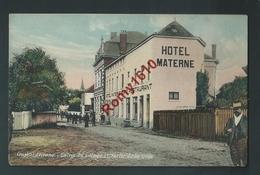 Court-Saint-Etienne. Entrée Du Village Et Sortie De La Gare. Hôtel Materne, Café Restaurant, Animation. 2 Scans. 1910. - Court-Saint-Etienne