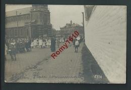 THULIN. (Hensies) Photo Carte- Place Communale. Procéssion, Curé, Enfants. Circulé En 1919. 2 Scans. Rare. - Hensies