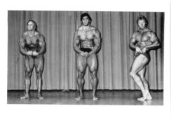 PHOTO HOMMES  EN MAILLOT DE BAIN CULTURISME CULTURISTE   12 X 10 CM - Sports