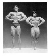 PHOTO HOMMES  EN MAILLOT DE BAIN CULTURISME CULTURISTE   12.50 X 14 CM - Sports