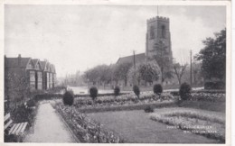 WALTON ON NAZE - PARISH CHURCH AND GREEN - England