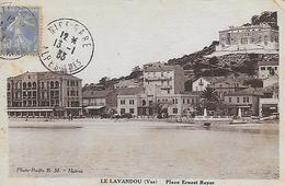 83)   LE  LAVANDOU - Place Ernest Reyer - Le Lavandou