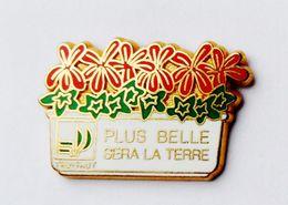 Pin's Truffaut Signé Ballard  - 42R - Pins