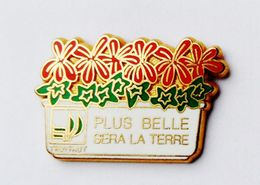 Pin's Truffaut Signé Ballard  - 42R - Pin's