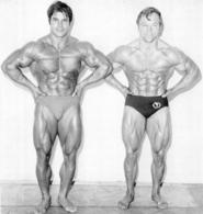 PHOTO HOMMES EN MAILLOT DE BAIN CULTURISME CULTURISTE  18 X 17 CM - Sports