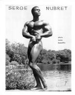 PHOTO HOMME  EN MAILLOT DE BAIN CULTURISME CULTURISTE   SERGE NUBRET PHOTO DEMEILLES 24 X 19 CM - Sports