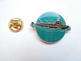 Beau Pin's , Marine Bateau , Sous Marin SNA , Sous-marin Nucléaire D'attaque - Barcos