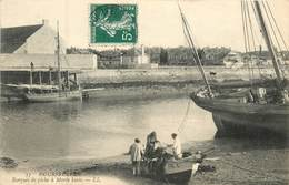 14 Calvados : Courseulles  Barques De Pêche à Marée Basse    Réf 6020 - Courseulles-sur-Mer