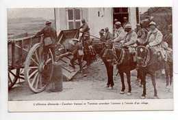 - CPA MILITAIRES - L'Offensive Allemande - Cavaliers Français Et Tommies Attendant L'ennemi à L'entrée D'un Village - - Characters