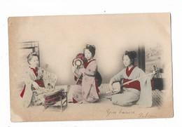 3  Femmes  Japonnaises  Jouent  Les  Instruments - Non Classés