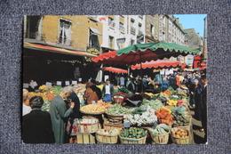 PARIS - La Rue MOUFFETARD - District 05