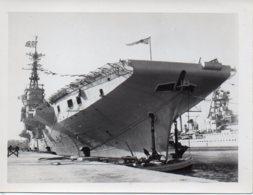 Photo  Porte Avion Arromanches à Quai,année 50. Photo Format 12/9 - War, Military