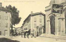 HASPARREN  Un Coin De La Place De L'Eglise  RV  En 1900... - Hasparren