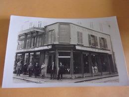 G/ 58  RARE CARTE PHOTO  COSNE MAGASIN  PAILLARD DUPAIN  ANGLE  VETEMENTS - Cosne Cours Sur Loire