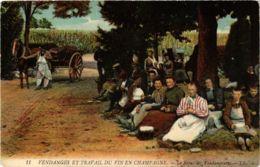 CPA Vendages Et Travail Du Vin En Champagne. Le Repas Des Vendangeurs (574802) - Autres Communes