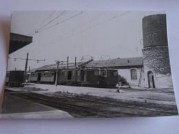 Intèrieur De La Gare D'arles Trinquetaille - Photo Véritable - Stations With Trains