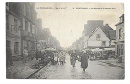 50/ MANCHE... PONTORSON. Le Marché Et La Grande Rue - Pontorson