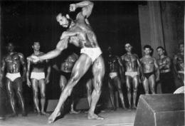 PHOTO HOMME EN MAILLOT DE BAIN CULTURISME CULTURISTE 17 X 11.50 CM - Sports