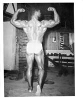 PHOTO HOMME EN MAILLOT DE BAIN CULTURISME CULTURISTE  25 X 21 CM - Sports