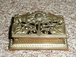 Rare Boite à Timbres En Bronze à Décors Art Nouveau - Boites A Timbres