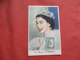 Tuck Maximum Card Queen Elizabeth 11   Jamaica Stamp  Ref 3256 - Royal Families