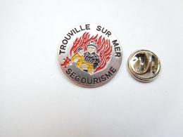 Beau Pin's , Sapeurs Pompiers De Trouville Sur Mer , Secourisme , Calvados - Bomberos